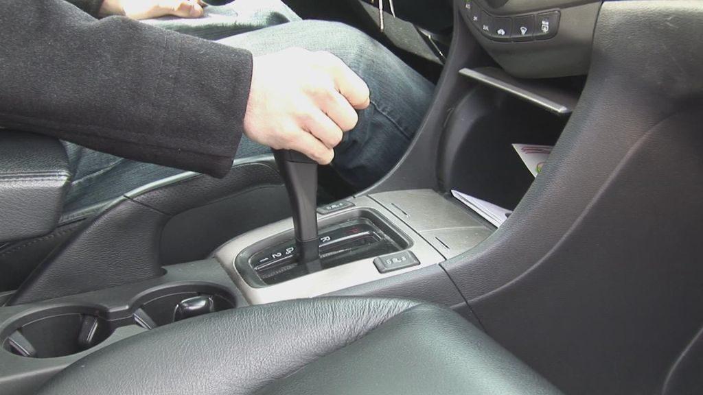 Học lái xe số tự động đúng cách, an toàn